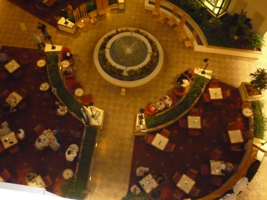 Embassy Suites by Hilton Orlando Airport : Dining room from above