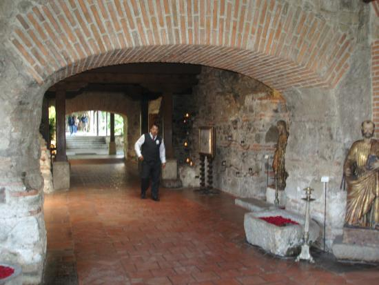 Antigua Tours, Travel & Hotels by Elizabeth Bell - Day Tours: Restaurant in Convent converted to Hotel