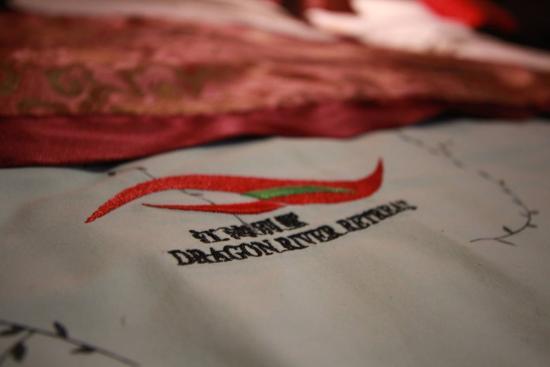Dragon River Retreat : Fine prints of hotel name on blanket