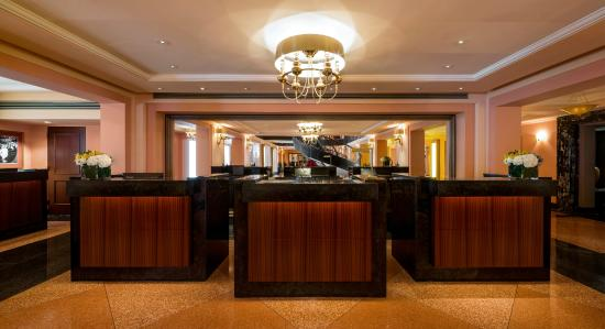 Condado Vanderbilt Hotel: Front Desk