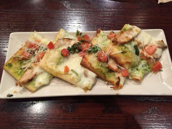 Connors Steak & Seafood: Chicken Pesto Flatbread. Good, but not great.