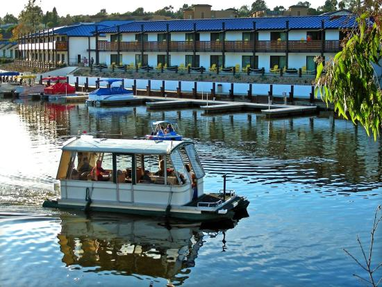 Lakehouse Hotel & Resort: Boat Rentals