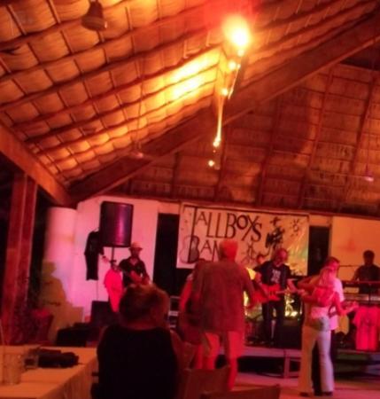 Oasis Ocean Club : Tall Boys Concert