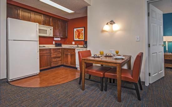 Residence Inn by Marriott Norfolk Airport: One Bedroom Suite Kitchen