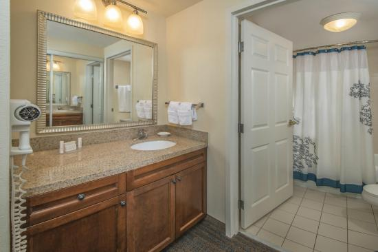 Residence Inn by Marriott Norfolk Airport: Vanity Bathroom