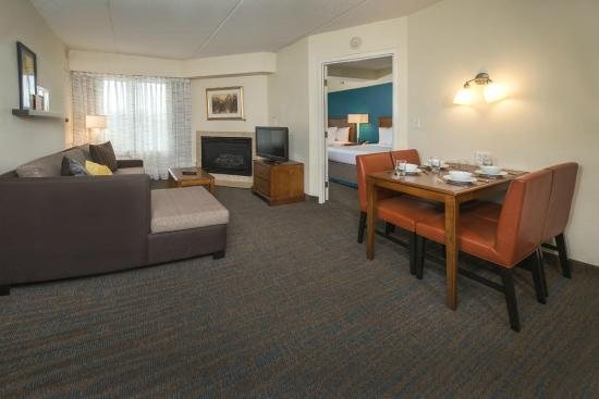 Residence Inn Norfolk Airport: Two Bedroom Suite with Fireplace