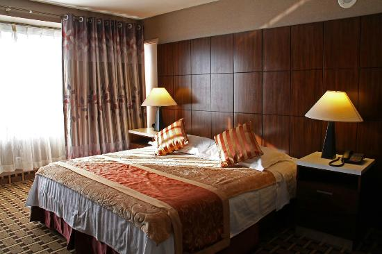 luxury double picture of la crystal hotel compton. Black Bedroom Furniture Sets. Home Design Ideas