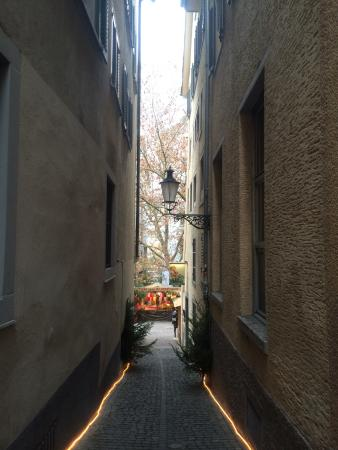 City Backpacker Hotel Biber : Alleyway to the Hostel ��