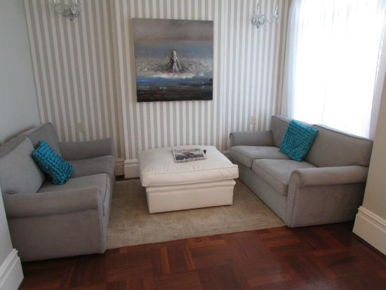 The Clarendon Fresnaye: Lounge area