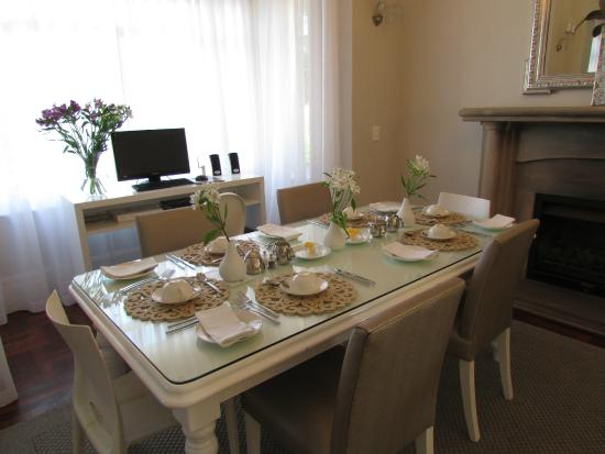 The Clarendon Fresnaye: Dining room plus internet access