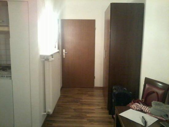 Apartments Duval: studio front door. bathroom on the left, wardrobe on the right