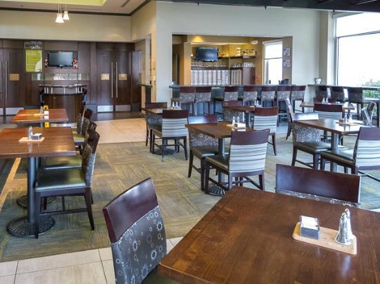 Hilton Garden Inn Albany Airport: Restaurant and bar