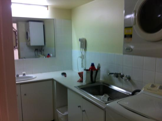 BreakFree Cosmopolitan: Bathroom/laundry