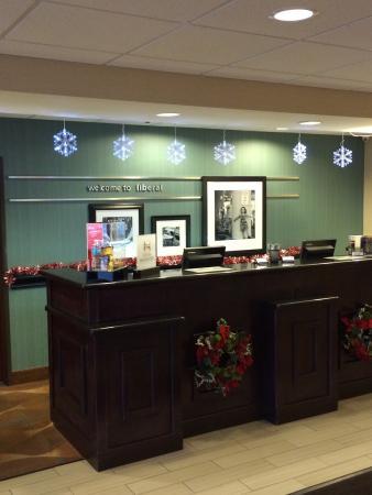 Hampton Inn & Suites Liberal: Front desk