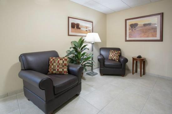 Candlewood Suites Peoria at Grand Prairie: Lobby