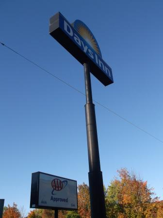 Days Inn of Liberty: The sign