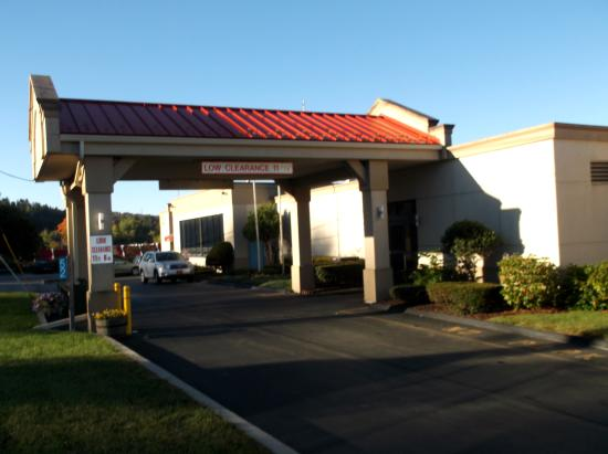 Days Inn Liberty: Entrance