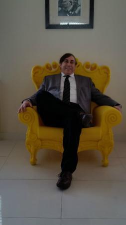 Clinton Hotel South Beach: Yellow chair in lobby