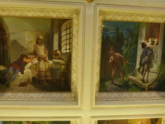 Hotel dei Macchiaioli : Breakfast area ceiling panels