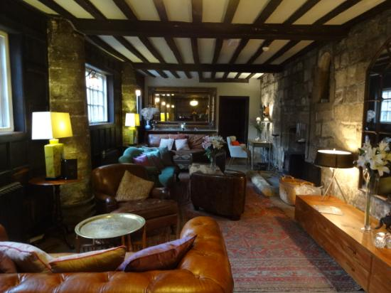 Grays Court Hotel : Inviting and cozy by the fire!