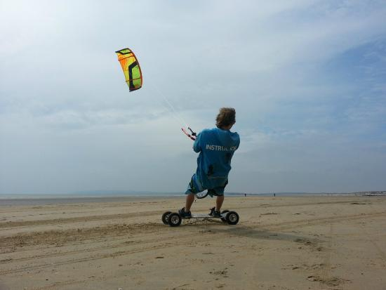 The Kitesurf Centre: Kite landboarding