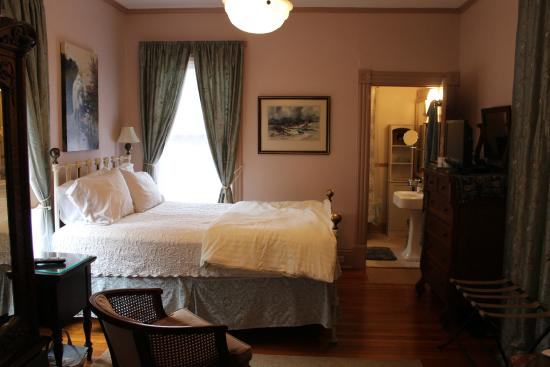 27 Blake Street Bed & Breakfast: The room - perfection!