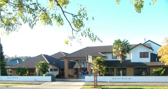 Palm City Motor Inn entrance