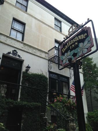 Ballastone Inn: Outside