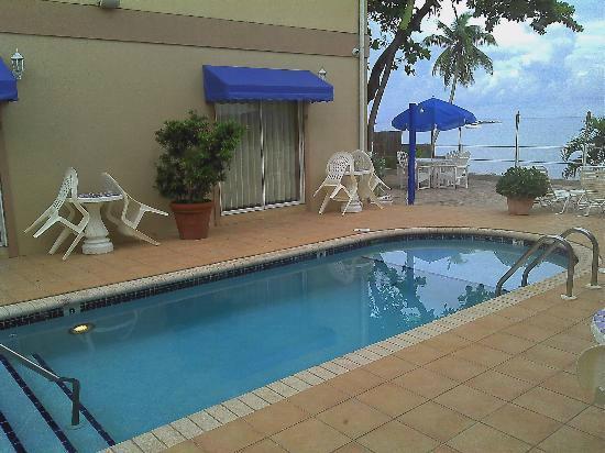 Coral Sands Resort: Pool area
