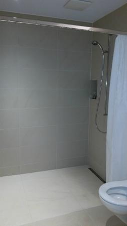 Hotel Restaurant Ochsen : Huge shower