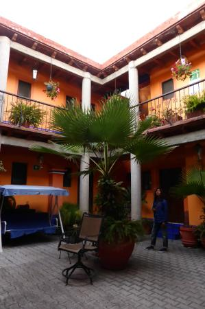 Hotel Posada del Centro : Courtyard looking over to the corner where room 18 is.
