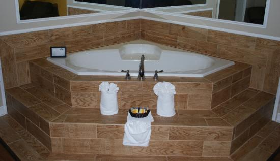 Days Inn Alexander City: Jacuzzi Suite Room