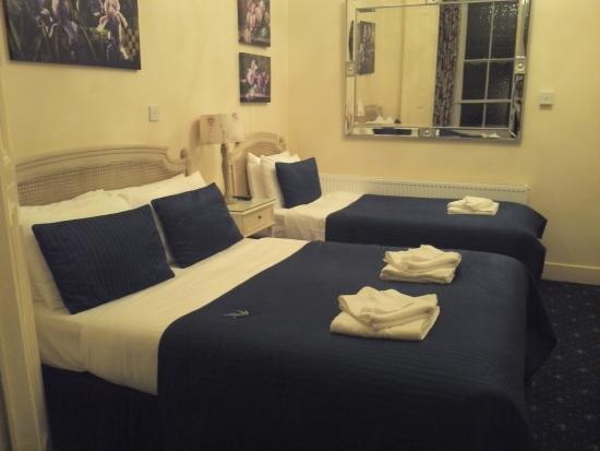 Blades Hotel: Bedroom (Room 6)