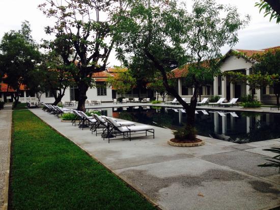 Amantaka: Swimming-Pool & Gardens