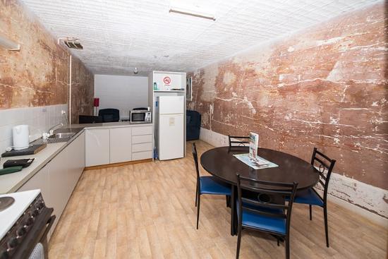 Desert View Apartments: Kitchen