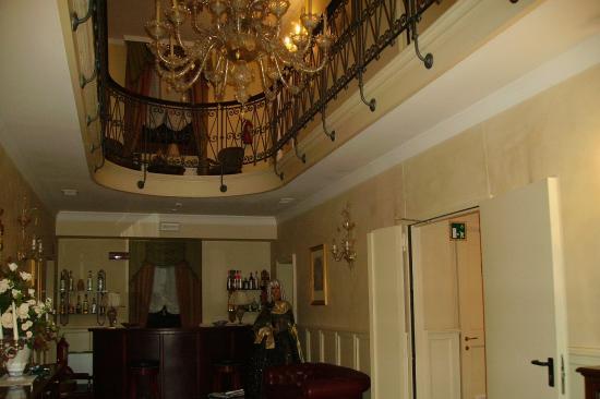 Park Hotel Villa Vicini: Decoración de un vestíbulo de Villa Vicini