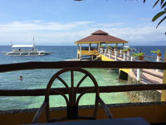 Cabana Beach Club Resort: Dining area facing westerly towards Negros
