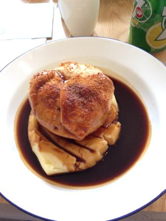 The Hull Pie: Pie. Chicken, Ham and Buttered Leek pie with mash potatoes