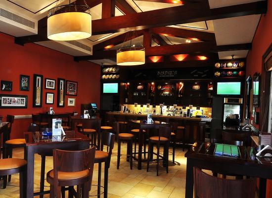 Arabian Ranches Golf Club Hotel: Birdies Sports Lounge