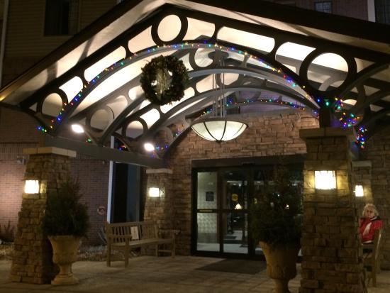 Aspen Suites Rochester: Entrance