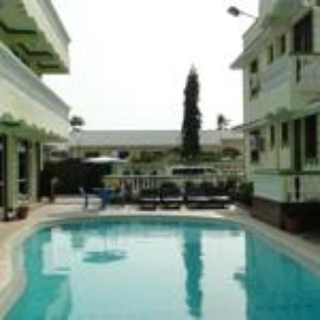 Prestige Holiday Resort : Our swmming pool adjacent to the apartments