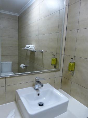 Noosa Sun Motel & Holiday Apartments : Minuscule évier