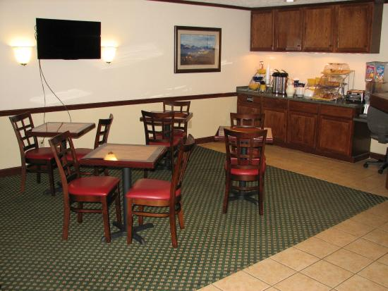 Econo Lodge: Breakfast Seating Area