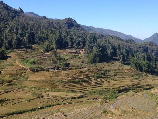 Trails of Mountain Travel : Hau Thao village