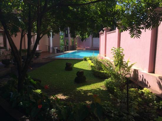 Kandy View Garden Hotel: вид на бассейн