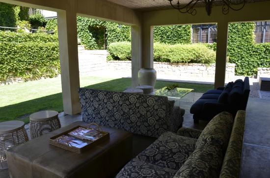 Windermere Hotel: salon dans le jardin