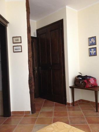 Agriturismo Il Piano Della Corte: View of doorway in room