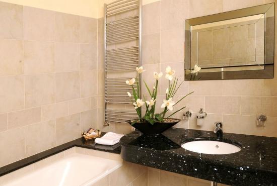 Hotel Elysee : Bathroom with shower or bathtube