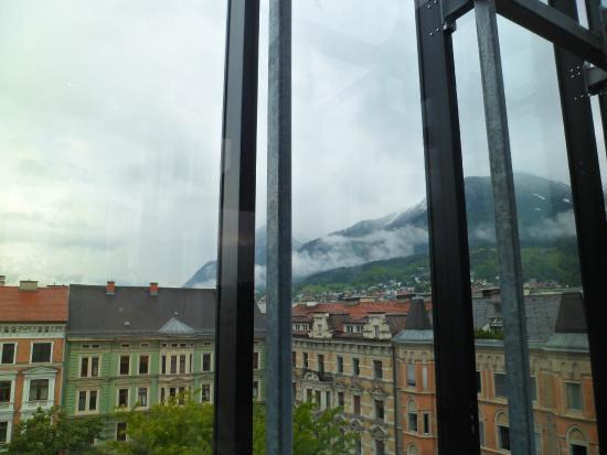 The Penz Hotel: Vista dos Alpes da janela do quarto.