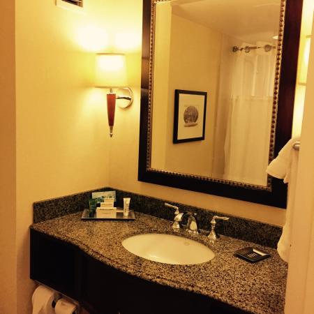 Hilton East Brunswick Hotel & Executive Meeting Center: 衛浴設備很有水平